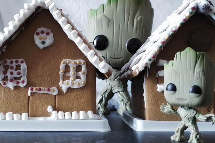 Festive Decor: Gingerbread House Tutorial